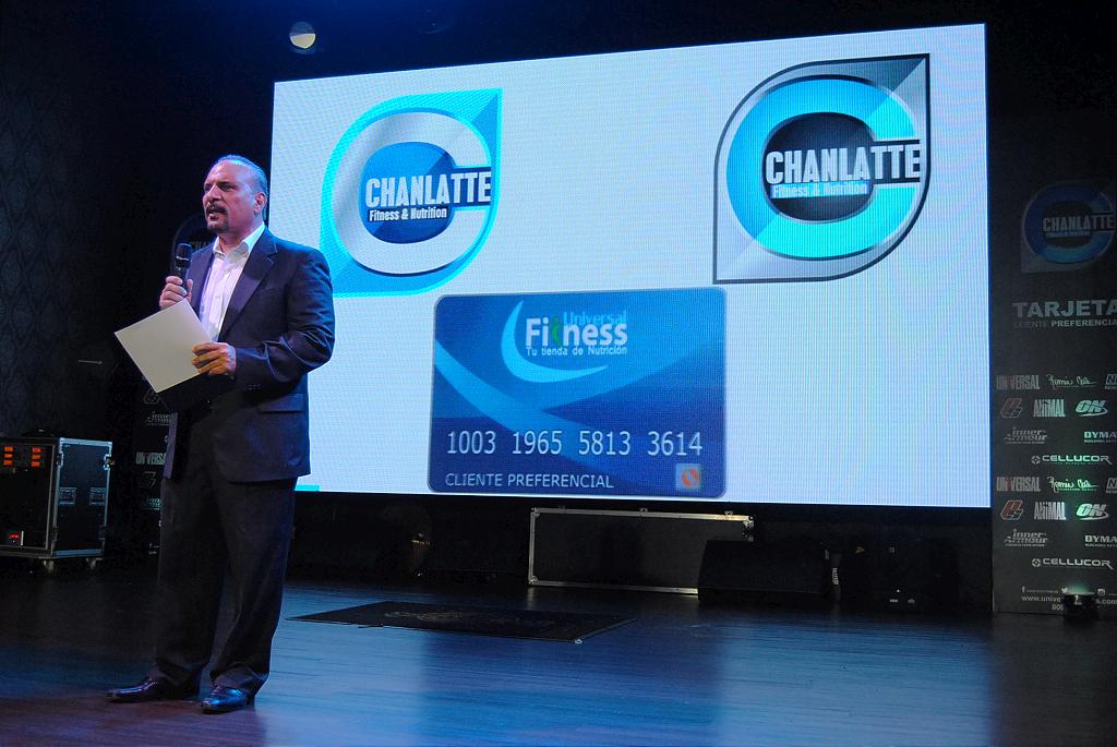 Kelvin Chanlatte presenta la nueva tarjeta de fidelizacion de Universal Fitness